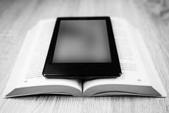Altes Buch und modernes  Rebecca 6 lizenzfreies stockbild