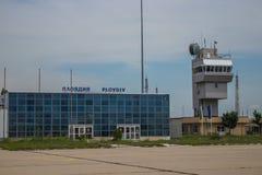 Altes bulgarisches Flughafenabfertigungsgebäude stockfotos