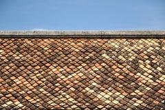 Altes Dach des roten Backsteins Stockfotografie