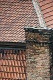 Altes Dach und Kamin Stockfotos