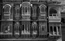 Altes Design eines Balkons und des Fensters eines Erbes Stockbild