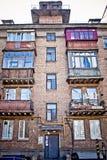 Altes ditry Portal in lebendem Haus Stockfoto