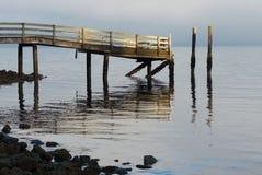 Altes Dock im schönen Morgenlicht Lizenzfreie Stockfotos