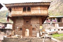 Altes Dorf und Holzhaus stockbild