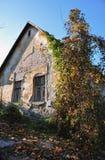 Altes Dorfhaus lizenzfreies stockfoto