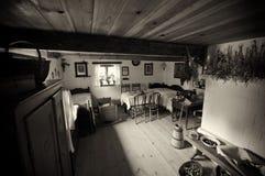 Altes Dorfhaus in Polen Stockbilder