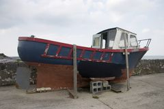 Altes Drydocked Boot Lizenzfreie Stockfotos