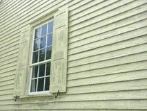 Altes einzelnes Fenster auf Haus Stockfotografie