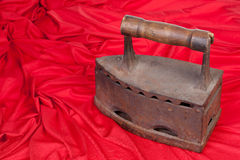 Altes Eisen und rotes Gewebe Lizenzfreies Stockbild
