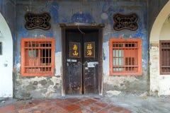 Altes erschöpftes Peranakan-Art-Haus-Äußeres Stockbilder