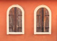 Altes Fenster auf Backsteinmauer Lizenzfreie Stockfotografie
