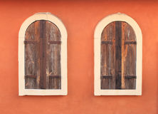 Altes Fenster auf Backsteinmauer Lizenzfreie Stockbilder