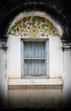Altes Fenster auf der alten Pagode am alten Tempel, TH. Stockbilder