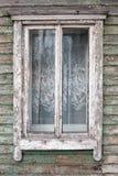 Altes Fenster auf einer Wand Stockfotos
