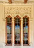 Altes Fenster beendet im Bogen stockfoto