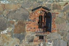 Altes Fenster in der alten Stadt Fredrikstad, Norwegen Lizenzfreies Stockfoto