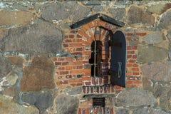 Altes Fenster in der alten Stadt Fredrikstad, Norwegen Lizenzfreie Stockbilder