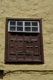 Altes Fenster eines Hauses stockfotos