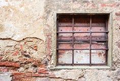 Altes Fenster mit Eisengittern Lizenzfreie Stockbilder