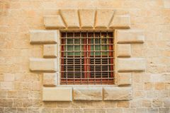 Altes Fenster mit Stange lizenzfreie stockfotos