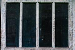 Altes Fenster mit vier Glas Graue Fenster, schwarzes Fenster stockfotografie
