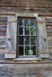 Altes Fenster und Blendenverschlüsse an den Callaway Gärten Stockfotografie