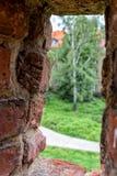 Altes Fenster vom Innenraum eines Schlosses Lizenzfreie Stockbilder