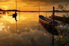 Altes Fischerboot am Abend Stockfotografie
