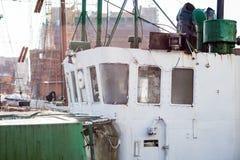 Altes Fischerboot im Hafen - Details Lieferung von alte fis Stockbild