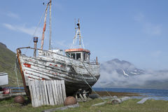 Altes Fischerboot in Strandir, Island Lizenzfreie Stockfotos