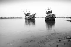 Altes Fischerboot, Weiß und Schwarzes Stockfotos