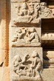 Altes Flachrelief von hindischen Gottheiten in Achyutaraya-Tempel Lizenzfreie Stockbilder