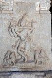 Altes Flachrelief von hindischen Gottheiten in Achyutaraya-Tempel Lizenzfreie Stockfotos