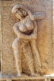 Altes Flachrelief von hindischen Gottheiten in Achyutaraya-Tempel Stockfotografie