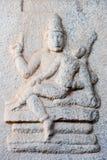 Altes Flachrelief von hindischen Gottheiten in Achyutaraya-Tempel Stockfotos