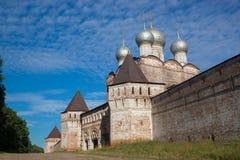Altes Fort mit Kirche nach innen Lizenzfreie Stockfotografie