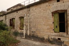 Altes Fort mit Stadtverfall Lizenzfreie Stockfotografie