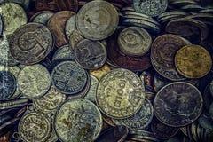 Altes Foto mit alten Münzen Stockfoto