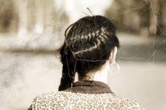 Altes Foto stilisierte Headshot von Frauen eines umsponnenen Brunette von der Rückseite Lizenzfreie Stockfotografie