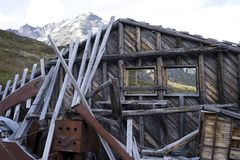 Altes Gebäude, das auseinander fällt stockbild