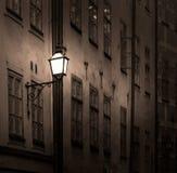 Altes Gebäude mit Laterne Stockfotografie