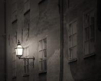Altes Gebäude mit Laterne Lizenzfreies Stockfoto