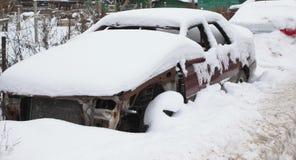 Altes gebrochenes Auto Stockfoto