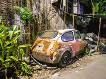 Altes gebrochenes Auto, das Weinleseauto war Lizenzfreie Stockfotografie