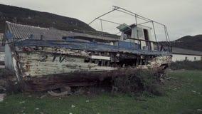 Altes gebrochenes Boot stock footage
