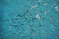 Altes gebrochenes Farbenmuster auf rostigem Hintergrund Stockfoto