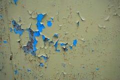 Altes gebrochenes Farbenmuster auf rostigem Hintergrund er sieht wie es ausdehnt in die Hitze und im Brechen aus Muster des blaue Lizenzfreie Stockfotografie