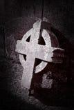Altes gebrochenes keltisches Kreuz Stockfotos