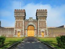 Altes Gefängnis-Tor stockbilder