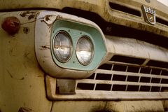 Altes gelbes Auto Lizenzfreies Stockbild